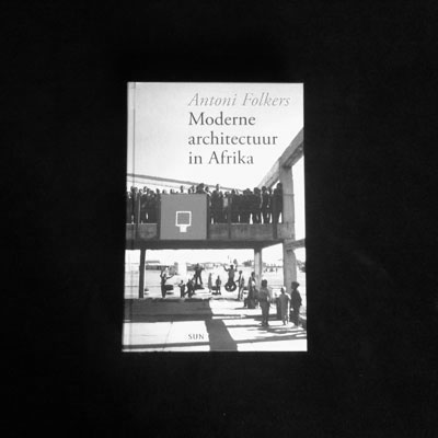 'Moderne architectuur in Afrika' by Antoni Folkers